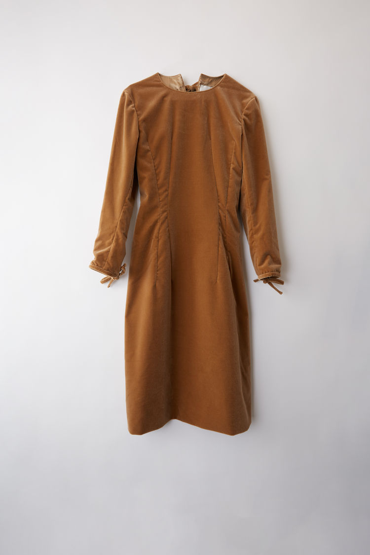 Acne StudiosのVelvet dress camel brown
