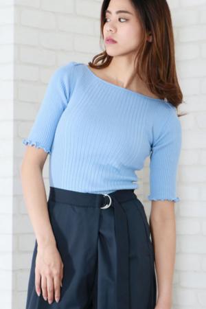 芸能人がニュース930で着用した衣装ニット/セーター
