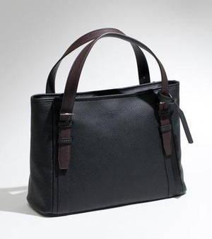 芸能人がブラックスキャンダルで着用した衣装バッグ
