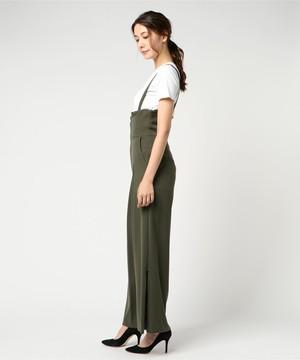 芸能人がInstagramで着用した衣装パンツ