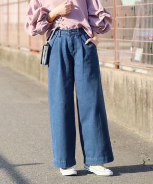 芸能人がInstagramで着用した衣装デニムパンツ