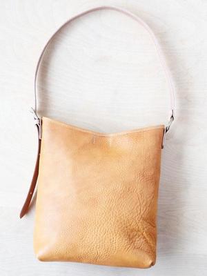 芸能人が新ナニワ金融道で着用した衣装バッグ