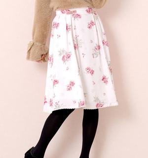 芸能人が僕とシッポと神楽坂で着用した衣装スカート