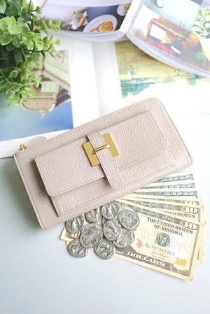 芸能人が中学聖日記で着用した衣装財布