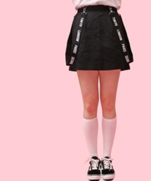 芸能人がプリティが多すぎるで着用した衣装スカート