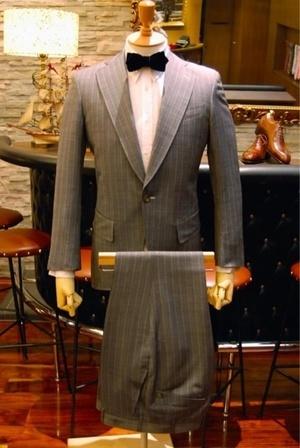 芸能人が趣味の部屋で着用した衣装スーツ
