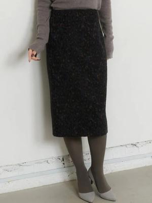 芸能人がグッドモーニングで着用した衣装スカート