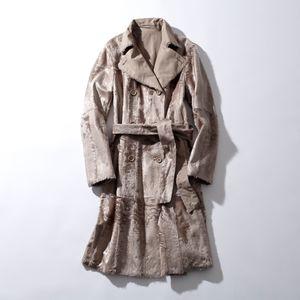 芸能人がSUITS/スーツで着用した衣装コート