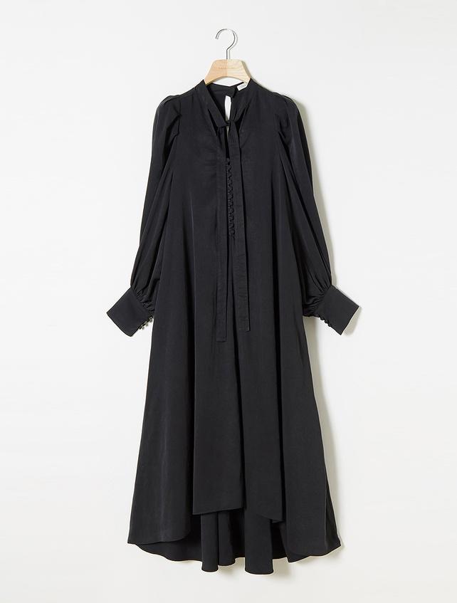 芸能人がメレンゲの気持ちで着用した衣装ワンピース、パンツ