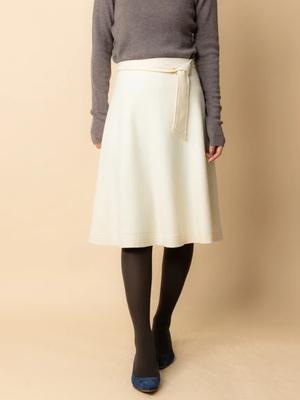 芸能人がモーニングサテライトで着用した衣装スカート
