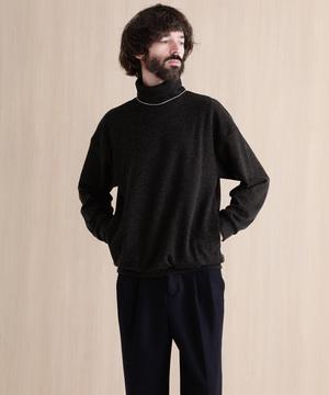 芸能人がリーガルV ~元弁護士・小鳥遊翔子~で着用した衣装スウェット