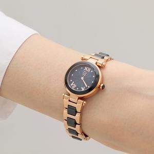 芸能人がレディ in ホワイトで着用した衣装時計