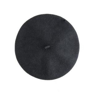 芸能人がInstagramで着用した衣装帽子/スカート