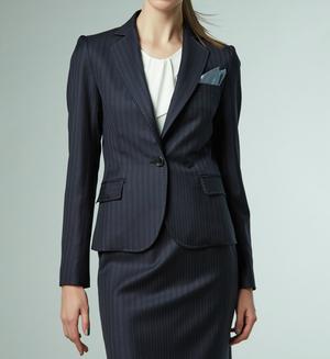 芸能人がリーガルV ~元弁護士・小鳥遊翔子~で着用した衣装スーツ