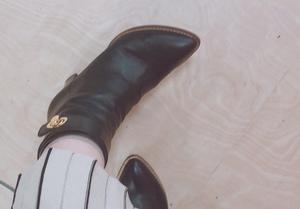 芸能人がなしで着用した衣装ブーツ