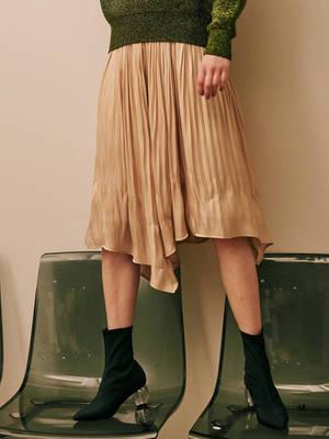 芸能人が獣になれない私たちで着用した衣装スカート