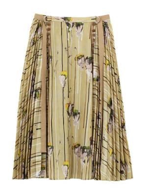 芸能人がFNS歌謡祭で着用した衣装スカート