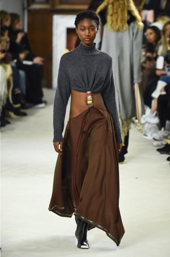 芸能人がアナザースカイで着用した衣装スカート、シューズ
