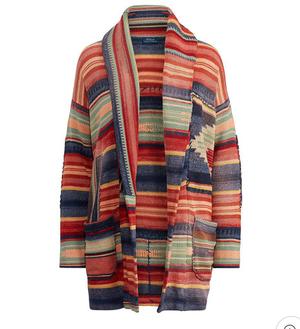 芸能人がTikTok CM ブランピング編で着用した衣装ニットの上着