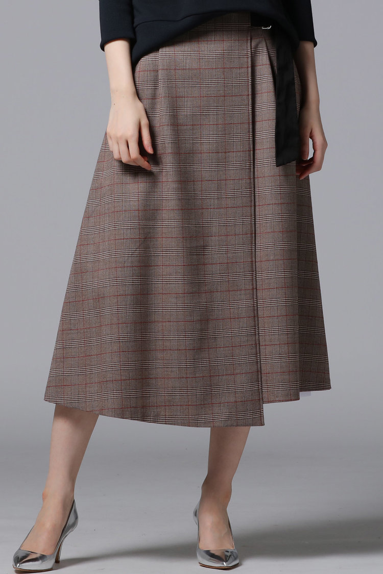 芸能人がザ!世界仰天ニュースで着用した衣装スカート、シューズ