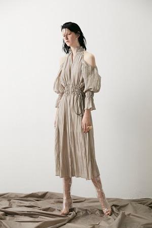芸能人が恋は雨上がりのようにで着用した衣装ドレス