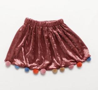 芸能人がめざましテレビで着用した衣装スカート