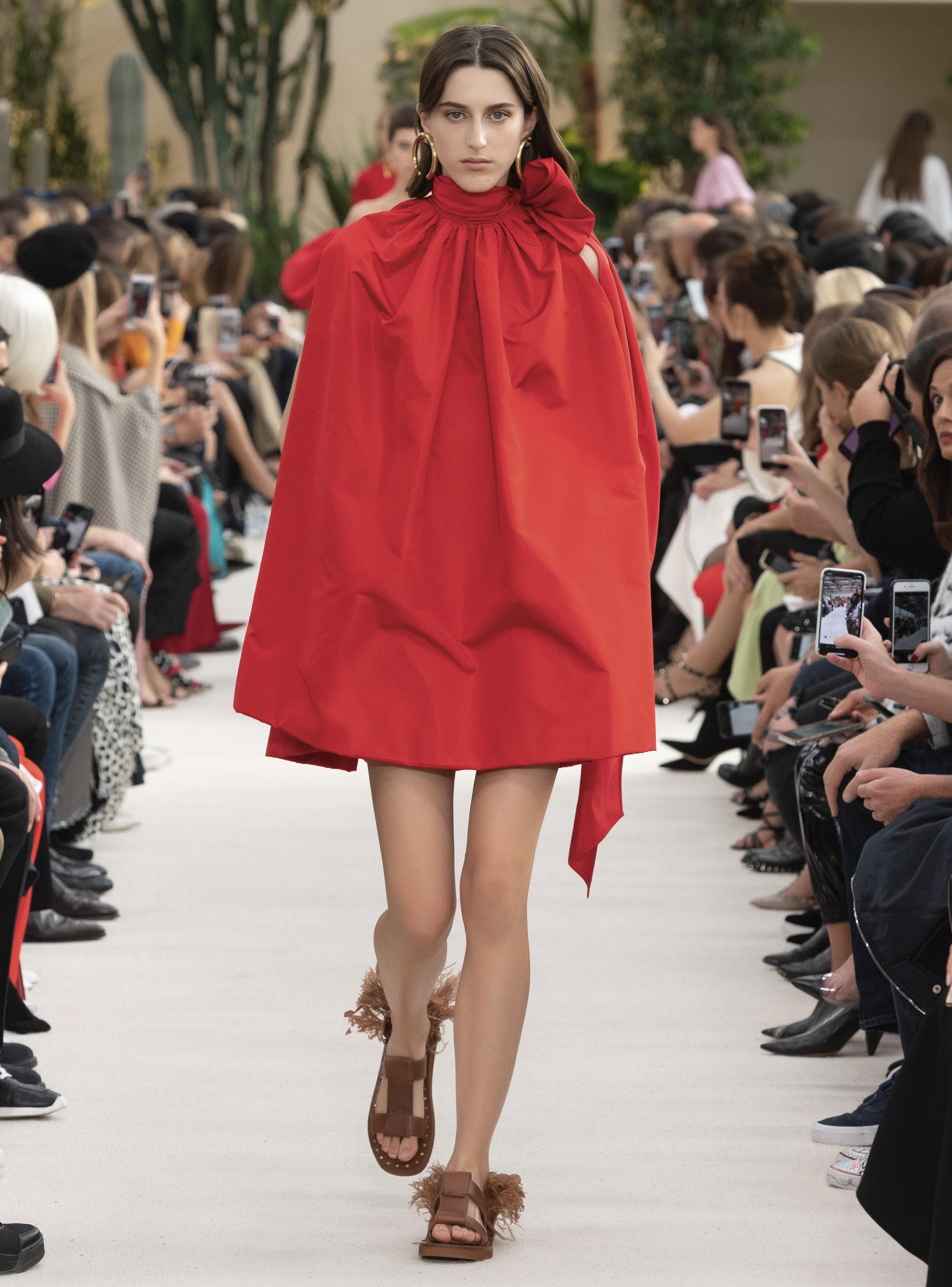 芸能人が第69回NHK紅白歌合戦で着用した衣装ワンピース