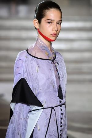 芸能人があさイチで着用した衣装ブラウス