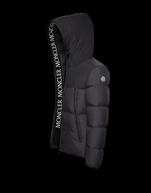 芸能人がInstagramで着用した衣装ジャケット/バッグ