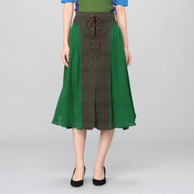 芸能人が行列のできる法律相談所で着用した衣装スカート、ブラウス