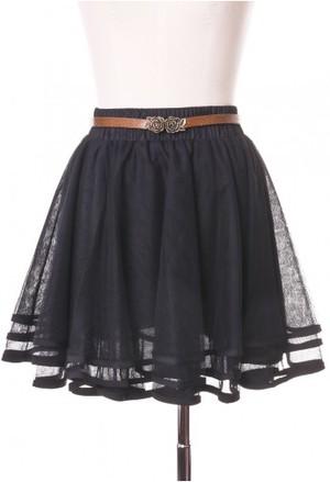 芸能人がネットで着用した衣装スカート