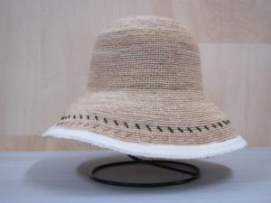 芸能人がHonda 耕うん機 カタログで着用した衣装帽子