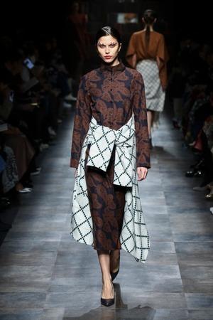 芸能人が金曜ロンドンハーツで着用した衣装ワンピース
