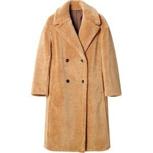 芸能人が空旅をあなたへで着用した衣装コート