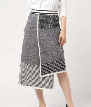 芸能人が有吉ゼミで着用した衣装ニット/スカート