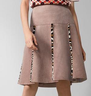 芸能人がスキャンダル専門弁護士 QUEENで着用した衣装スカート