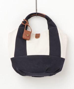 芸能人がハケン占い師アタルで着用した衣装バッグ