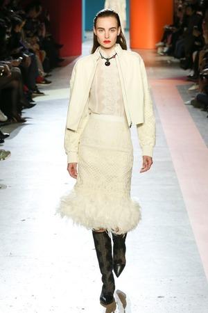 芸能人が後妻業で着用した衣装スカート