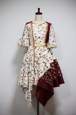 芸能人が新宿ルミネで着用した衣装スカート