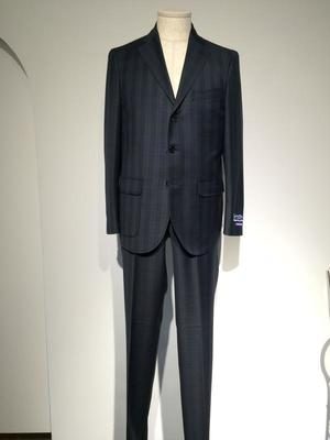 芸能人がイトーカンパニーPVで着用した衣装スーツ
