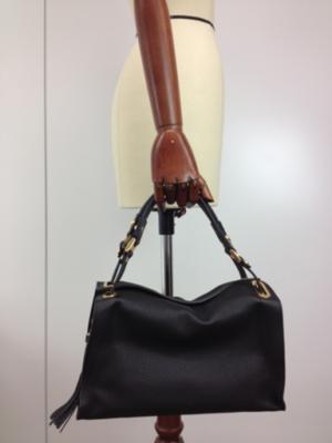 芸能人が愛唄 -約束のナクヒト-で着用した衣装バッグ