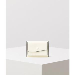芸能人が初めて恋をした日に読む話で着用した衣装財布