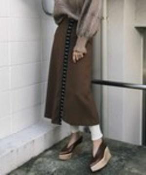 芸能人がメゾン・ド・ポリスで着用した衣装スカート
