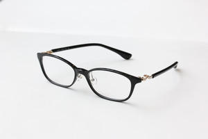 芸能人がトレース~科捜研の男~で着用した衣装メガネ