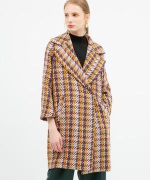 芸能人が火曜サプライズで着用した衣装コート