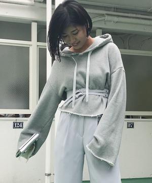 芸能人がメゾン・ド・ポリスで着用した衣装パーカー