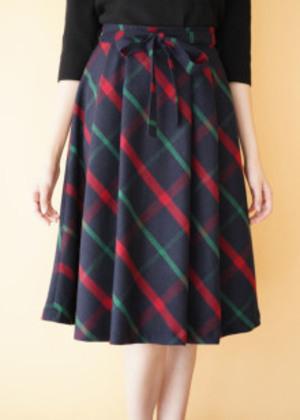 芸能人が僕の初恋をキミに捧ぐで着用した衣装スカート