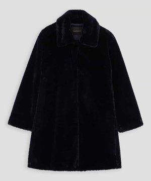 芸能人がグッドワイフで着用した衣装コート