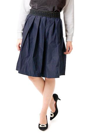 芸能人がカサネで着用した衣装スカート