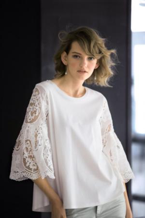芸能人が橋本マナミのヨルサンポで着用した衣装Tシャツ/カットソー
